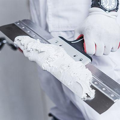 Gesso Cola - Produto utilizado na aplicação e fixação de placas de forro, blocos de divisória, sancas, placas 3D, molduras
